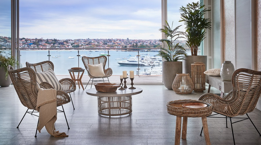 RELAXED LUXURY BY THE WATER